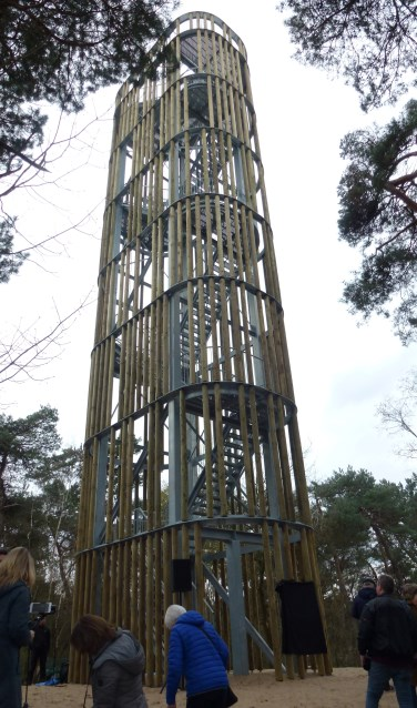 De uitkijktoren in de Herperduin geeft een uitzicht over het Maashorstgebied en, bij helder weer, van Nijmegen tot Den Bosch.