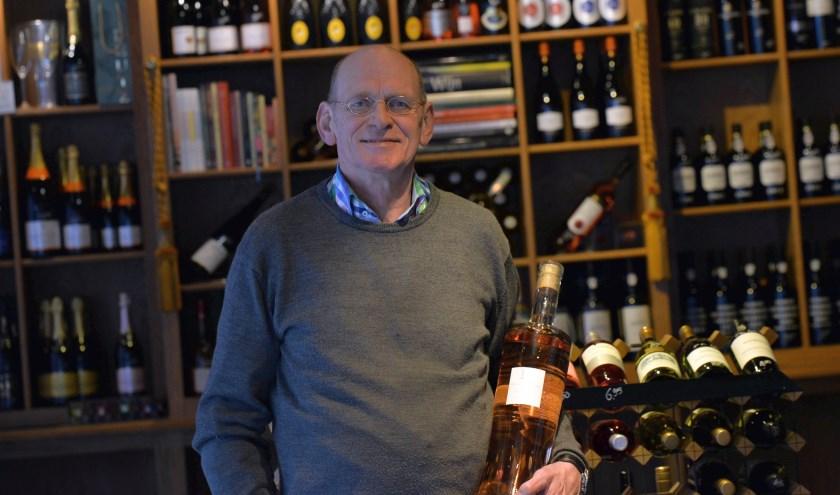 Een van de local heroes in Oldenzaal is Jules Bilous. Hij is de eigenaar vanWijnkelder XL Foto: Kitty de Bot - Sjiek Photo & Film