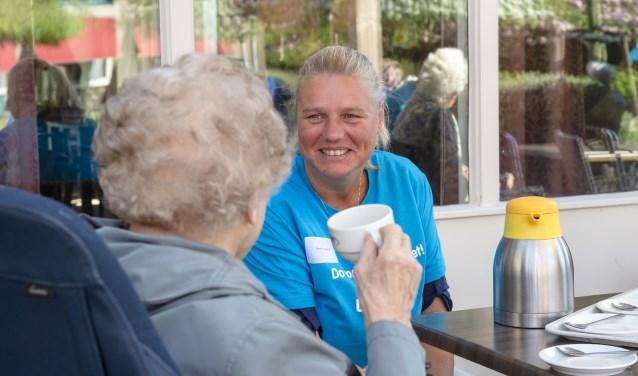 Ook namen de medewerkers bij de Leystroom ruimschoots de tijd voor een praatje met de bewoners en de cliënten van dit woonzorgcentrum.