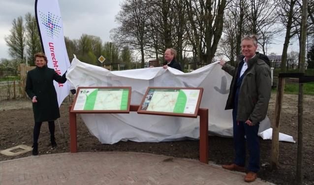 V.l.n.r.: burgemeester Petra van Hartskamp, rentmeester Paul Kindt en provinciedirecteur Henri Kool.