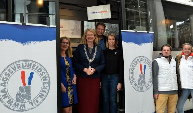 Burgemeester Pauline Krikke vertelde vrijdag bij de start van de Vrijheidsweken over de toen tienjarige Haagse Henny Dormits. (Foto: Jos van Leeuwen)
