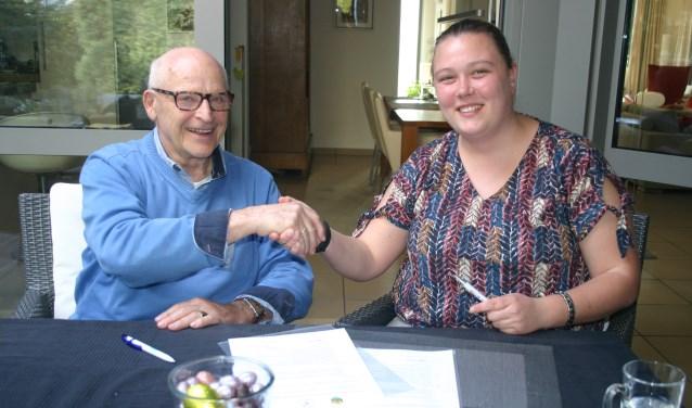 """. De voorzitters, Tessa van Egeraat en Jan van Elzakker, hebben vrijdag met een handtekening onder deze overeenkomst de basis gelegd voor de oprichting van een """"Samenwerking Vrouwen Opleiding""""."""