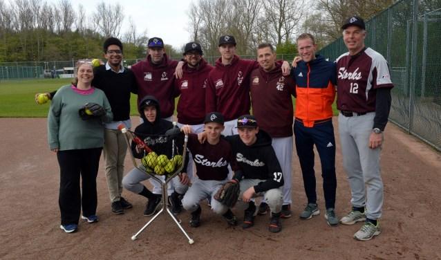 Spelers en coaches van Storks gaven een clinic aan cliënten van Bijler. Foto: PR