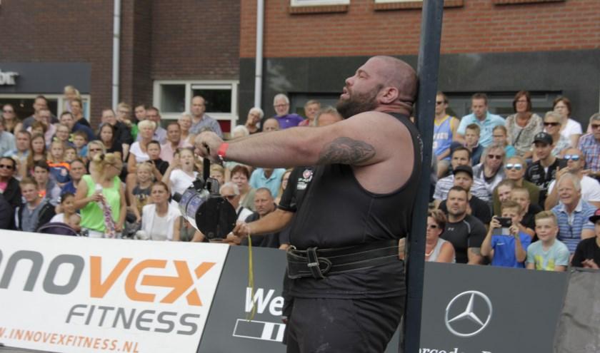 Alex Moonen, de Sterkste man van Nederland, zal zijn spierballen tonen met het trekken van een vrachtwagen. Foto: Eveline Zuurbier