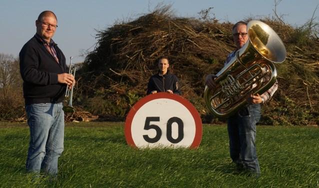 Marcel ter Huurne, Jordy Horck en Henri Scholten van Crescendo op het paasvuurterrein in Buurse.