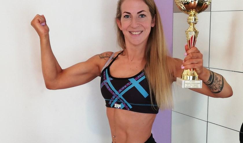 Marieke Maas, bodybuildster in hart en nieren. Trots op haar eerste plaats op het NK. Foto: Conny den Heijer