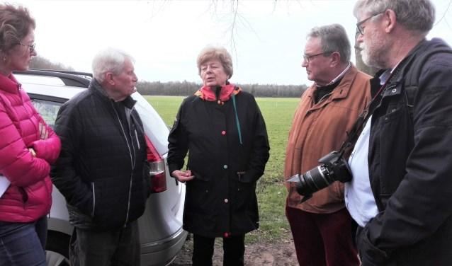 Van links naar rechts: burgemeester Keijzers, echtpaar Bradshaw, René Poierrié.