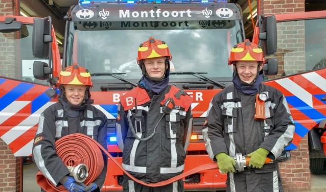 Tijn, Robin en Quinten van de Jeugdbrandweer Montfoort zijn dringend op zoek naar nieuwe collega's. (Foto: Paul van den Dungen)