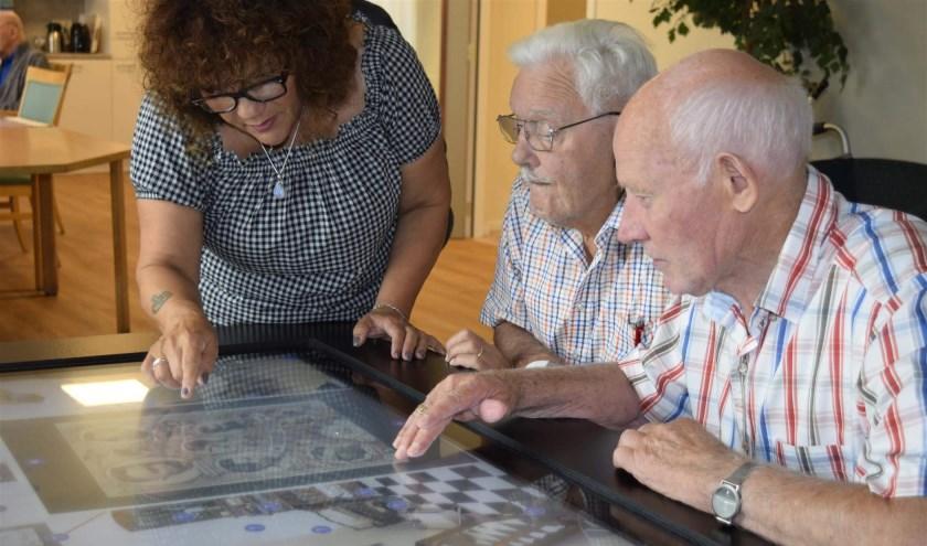 Het team van de dagbehandeling psychogeriatrie van Snavelenburg is op zoek naar een vrijwilliger. Foto: Ida van Dijk