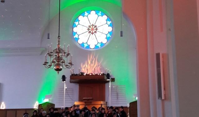 Het tienerkoor van de Koorschool Midden-Gelderland zal zingen tijdens het herdenkingsconcert in de Oude Kerk, op 4 mei.