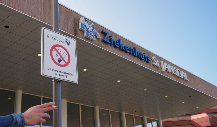 Een brandende sigaret is niet meer welkom op het terrein van ziekenhuis St Jansdal. (Foto: St Jansdal)