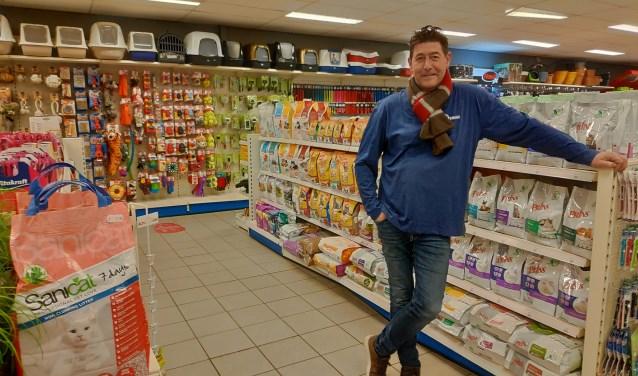 Rob Reerink heeft ook een tuinafdeling bij zijn dierenwinkel. Foto: Michel Lotgerink