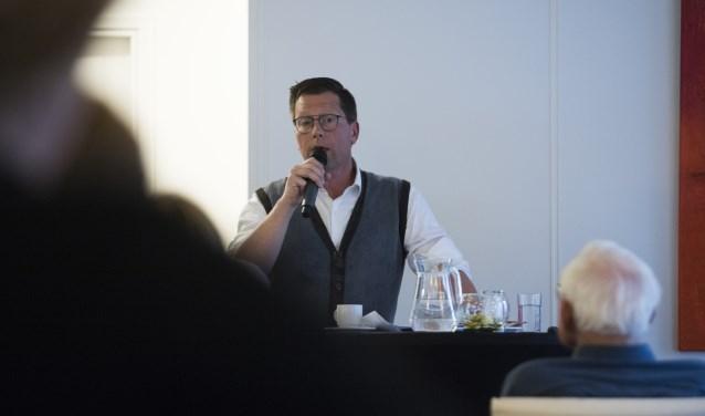 """Wim Gerrits tijdens het Alzheimer Café Beuningen: """"Een arts is er om mensen beter te maken en niet dood te maken."""""""