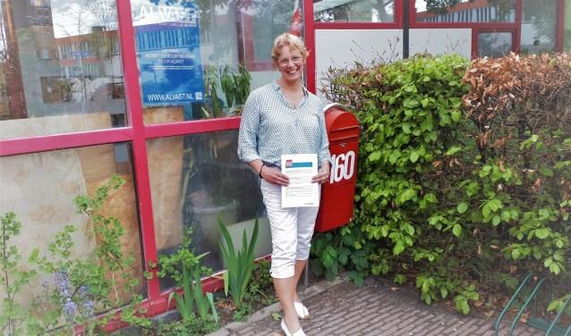 Annemarie Zirkzee bij Marthalaan 160 waar zij haar Logeerhuis wil starten. Het pand, van architect Luc Deleu, heeft al een zorgbestemming