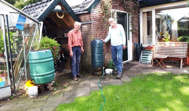 """Erik Notenboom en Johan Varkevisser: """"Opvangen in een regenton met overloop naar de tuin is niet moeilijk te realiseren."""""""