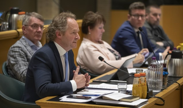 De wethouder antwoordde op vragen van Björn Ros (Foto Jos Wesdijk)