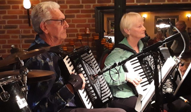Vanaf twee podia klinkt er op tweede paasdag muziek uit de accordeon, allemaal voor het goede doel.