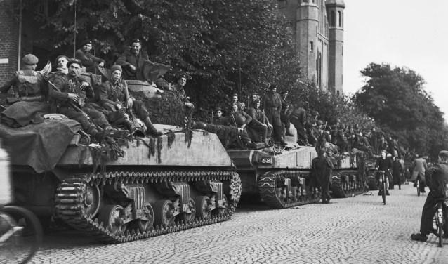 Fotograaf Leo van den Bergh zag door de lens van zijn camera hoe Market Garden het begin was van de Osse bevrijding.
