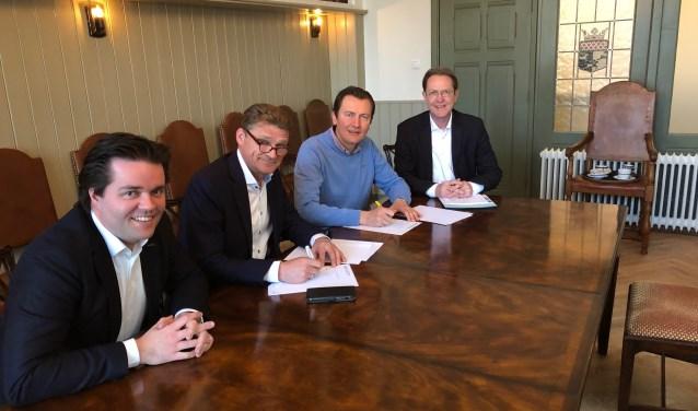 V..l.n.r.: Lambert van de Weerd, Wim Prins, Marco van den Hoorn en Michel Kobussen. (Foto: Makelaardij Van de Weerd) )
