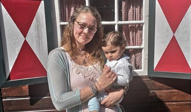 Rosan Tromp, hier met dochter Naomi is afhankelijk van donaties voor een belangrijke behandeling in de VS. Eigen foto.