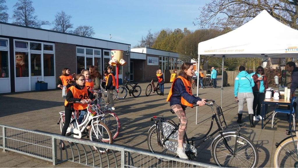 Start VVN praktisch Verkeersexamen vanaf de Oranje Nassau School Geldermalsen Foto: Sharony van de Water © Persgroep
