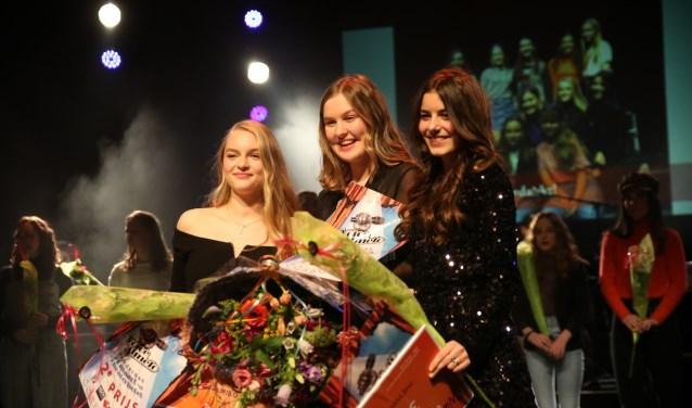 Emma in het midden, links de nummer twee Annefleur, rechts Coco.