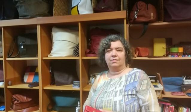 Marja van Gorp in haar tassenatelier in de Danne Ateliers in Breukelen. Tekst en foto: Joke Stapper