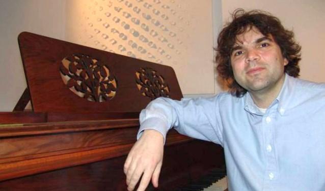Vrijdag in De Bond in Oldenzaal: Ivo Boytchev vertolkt traditiegetrouw op Goede Vrijdag de Via Crucis van Franz Liszt.