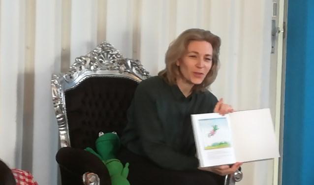 De aftrap van Heel Utrecht gaat Voorlezen, met wethouder Anke Klein in de Bibliotheek Overvecht.