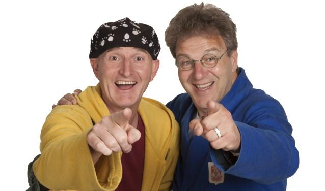 Ernst en Bobbie zijn al twintig jaar een ongekend succes! Het duo werkt zich vaak in de nesten, maar gelukkig komt het altijd weer goed.