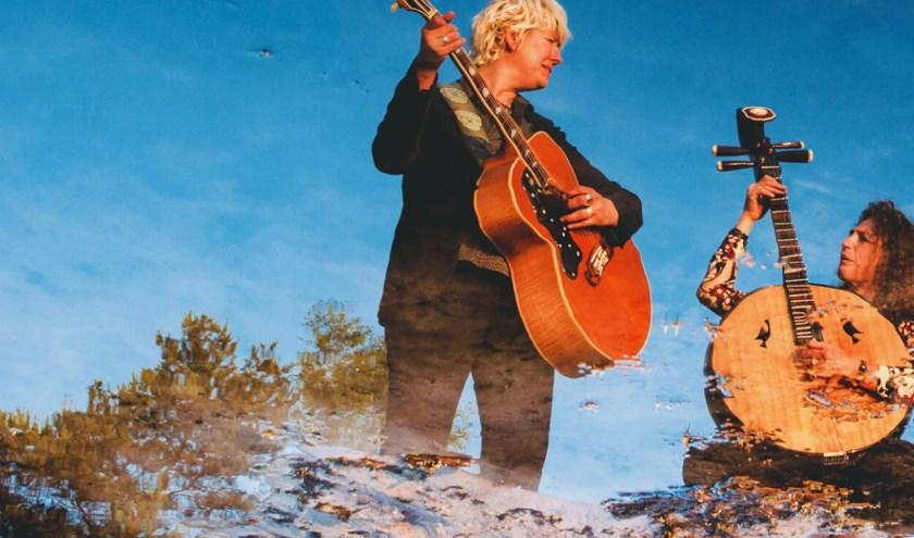 Het duo Billy & Bloomfish is op woensdagavond 24 april te gast tijdens een nieuwe editie van 'Roots in Heusden' bij Brasserie Ons Gheluk aan de Vismarkt in Heusden.