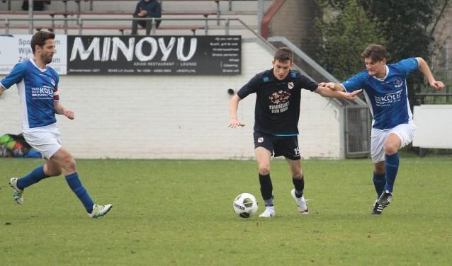 Julian Nijland aan de bal namens Den Ham tegen WVF. Foto: Herman van de Schuur