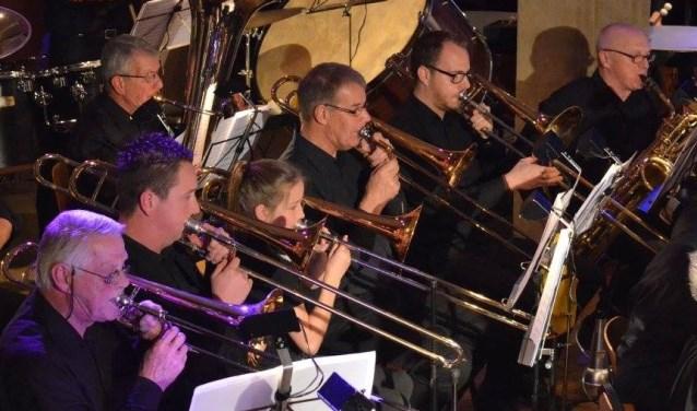 Trombonisten van Crescendo IJzerlo in actie.