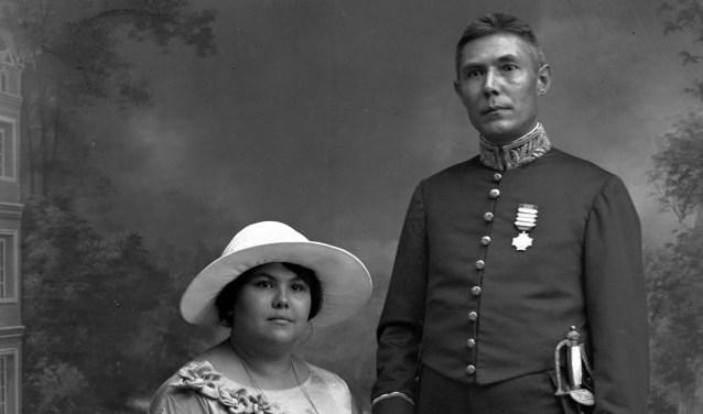 F.W. Stammeshaus met zijn vrouw Petronella (Nelly) Maria Enderlé, Koeta Radja, 1926.