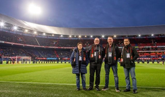 John (links-midden) met zijn vrouw, broer en collega bij de wedstrijd Feyenoord-Heerenveen dankzij VriendenLoterij.
