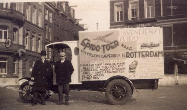 In 'Venster op de Rotterdamse Haven, Honderd Jaar Spido' staan prachtige foto's die een mooi tijdsbeeld van het oude Rotterdam geven.