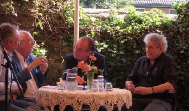 Vlnr: Uitgever Willy Hermans, eregast Ad van Liempt, presentator Erik Hagelstein en auteur Henny Haggeman.