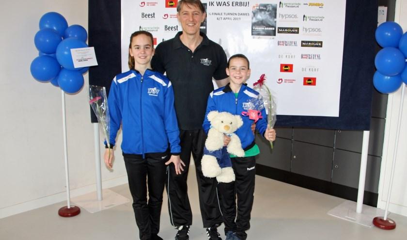 Ilse en Silke met trainer Johan bij de halve finale