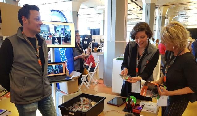 Enthousiasme voor de roboc@r bij landelijk bibliotheekcongres