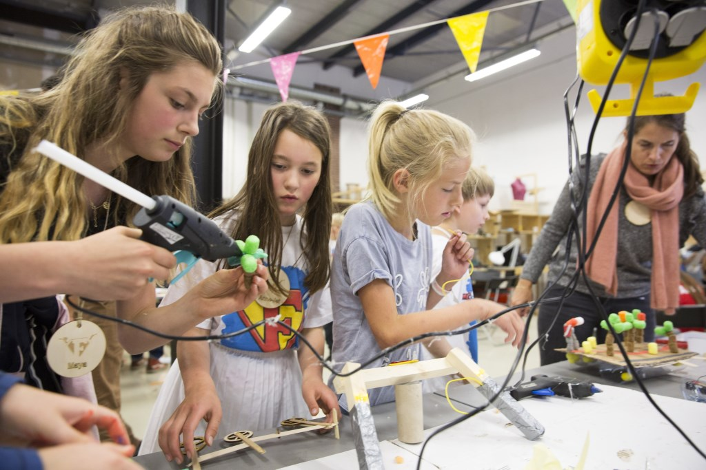 In het kader van een ontwerpwedstrijd mogen kinderen ideeën ontwikkelen hoe zij fietsen leuker en veiliger kunnen maken. (Foto: Anke Teunissen / Hollandse Hoogte)