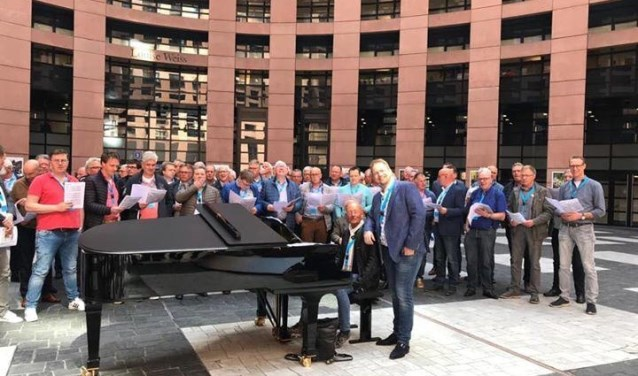 Het koor bij het lunchconcert in Straatsburg. Eigen foto.