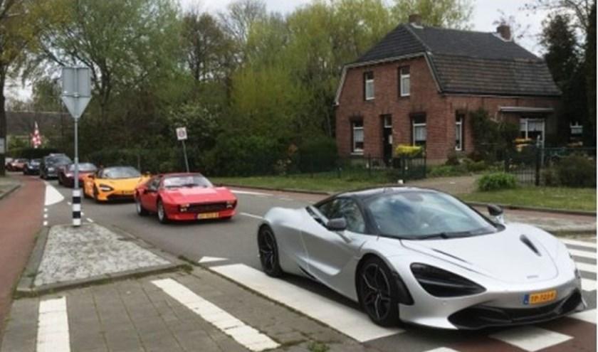 De meer dan 20 opvallende sportwagens die op 14 april de gasten van de verwendag van Stichting Nu Jij! 2.0 vervoerden, trokken veel bekijks.