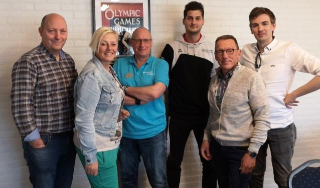 Fractieleden Gemeentebelang bij Sportbedrijf Nunspeet. (Foto: eigen foto)