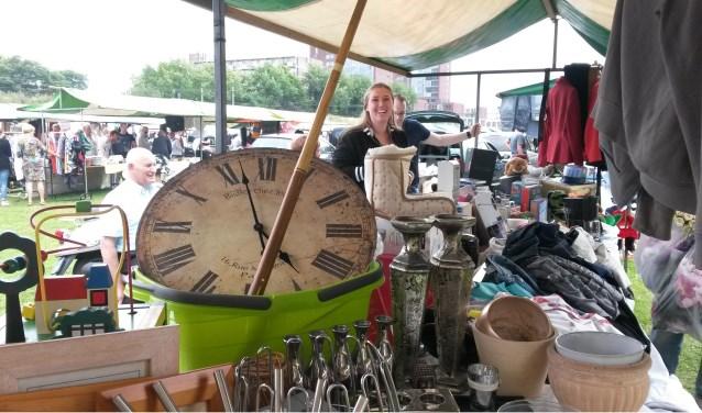 Rommelmarkt op het parkeerterrein van wegrestaurant 't Vliegveld.