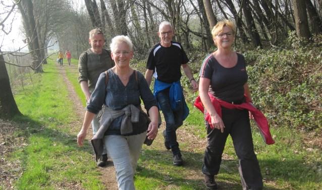 Wandelaars langs Het Meerven Rucphen