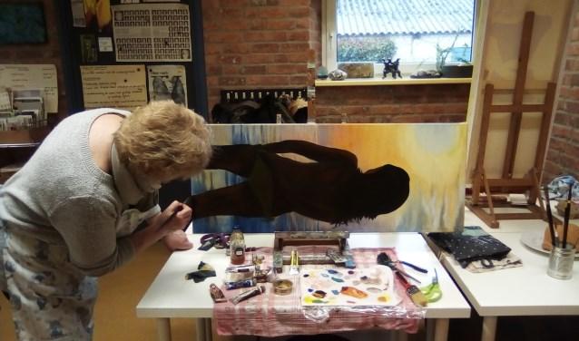 Creatief aan het werk voor expositie in atelier Voorts in Sint Hubert. (persfoto)