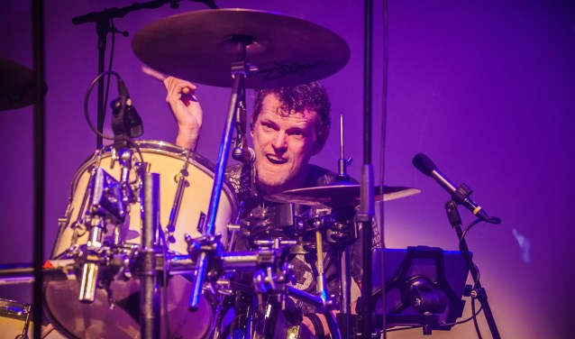 Ger Joosten uit Vierlingsbeek brengt met Like U2 een ode aan de Ierse band in het theater.  (persfoto)