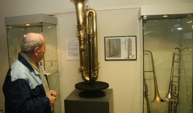 Ook worden er 'uitgestorven' muziekinstrumenten die de geschiedenis niet hebben overleefd getoond. Een goed voorbeeld hiervan is de 'sarrusofoon' die de wedloop met de saxofoon destijds kansloos verloor.