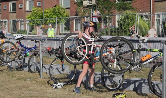 Er worden speciale clinics gehouden als training voor de Triathlon Holten. Foto: Gerrit Willems