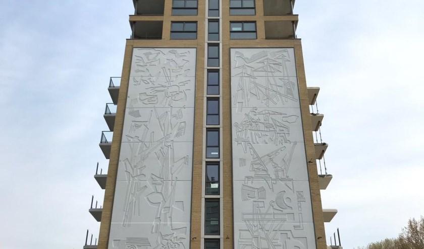 Het terugkeerde kunstwerk is een echte eyecatcher op de hoek van de Conradkade en de President Kennedylaan.